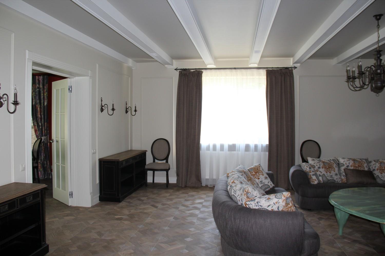 Однотонные, классические шторы и подушки на диван в гостиную. Для Дмитрия.
