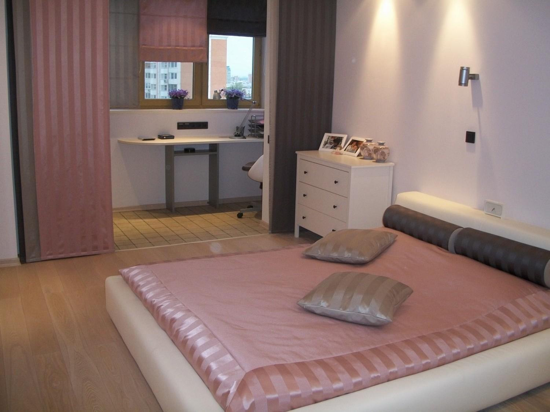 Спальня Евгении. Японские и римские шторы с покрывалом и подушками.
