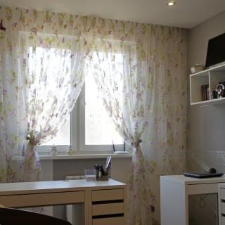 Занавески в комнате маленькой Жени